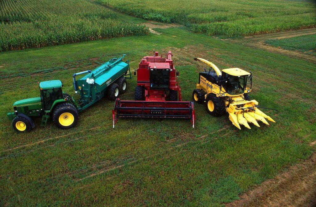 Foto com maquinário agrícola